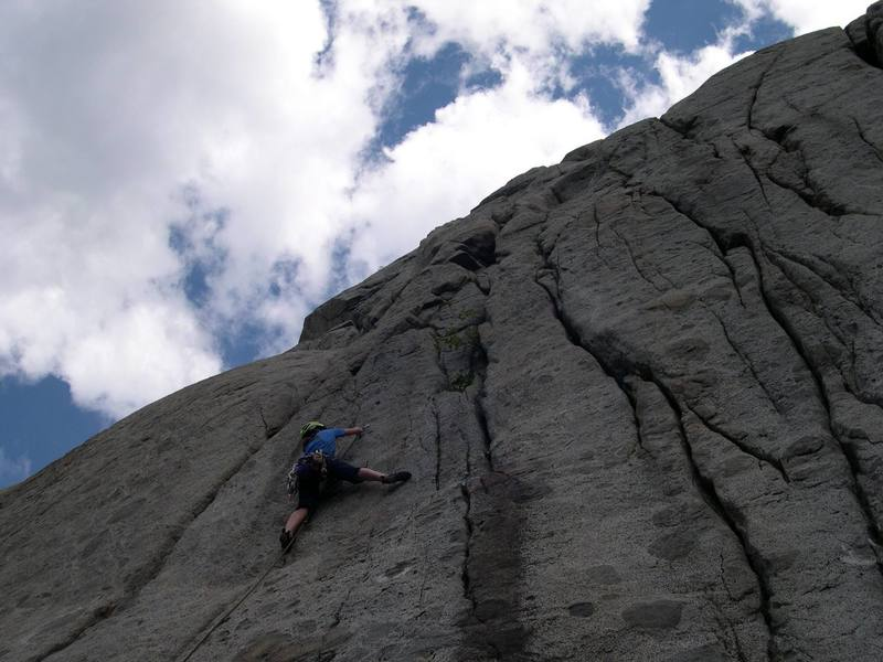 Clipping the 2nd bolt on Easy Pickins (10a) (Photo thanks to Matt Farmer)