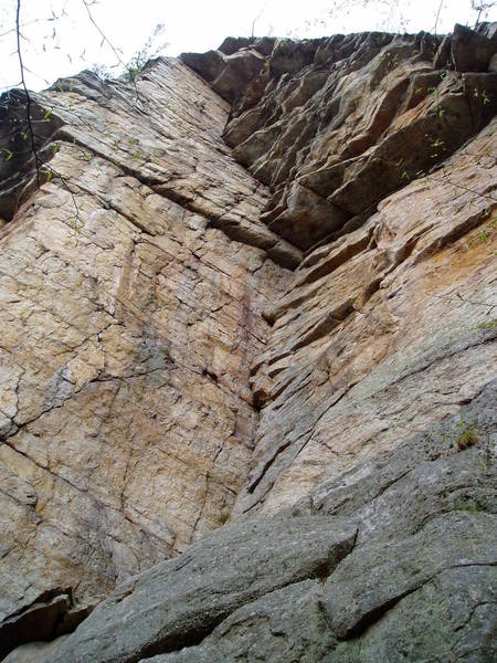 """The route. At the final huge triangular roof, the regular route traverse left on the face then up the arete. The """"Direct"""" (not really particulary direct) climbs into the right-facing corner at the right of the triangular roof and then left around the next roof."""