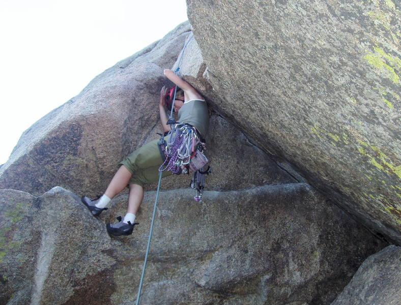 The head jam is a common technique for surmounting the awkward alcove on the final pitch!