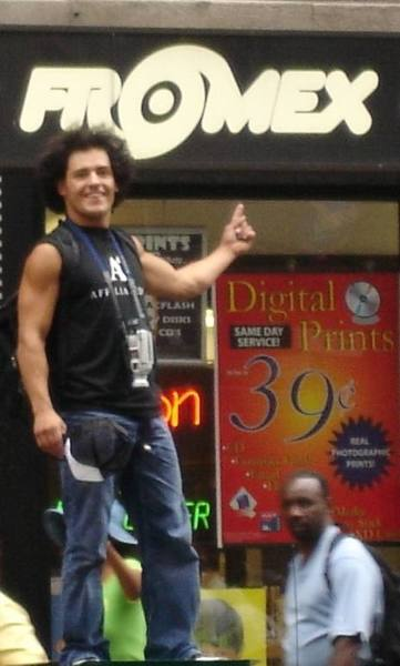 Daaaaaang check out that mexi-fro!!!<br> NYC 2003