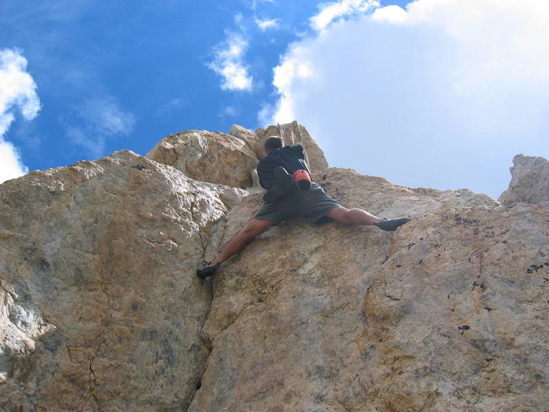 Some dude soloing Irene's Arete! This is the 5.9 stemming variation (5th pitch)...awesome yet nervewracking to watch!