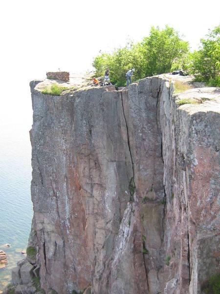 Setting up climbs on Palisade Head.