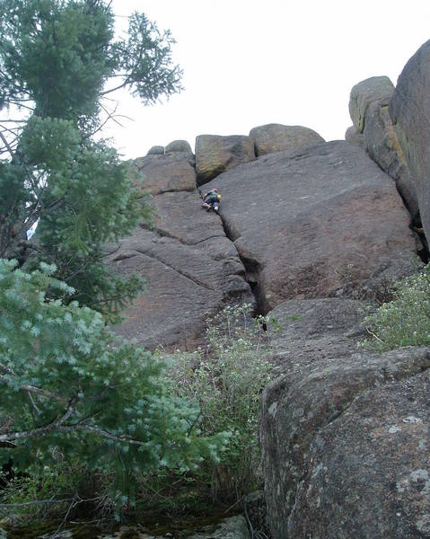 The route starts from a ledge. The easiest way to get to the ledge is from the right, just out of the photo. Eclipse 9 is behind the tree on the left.