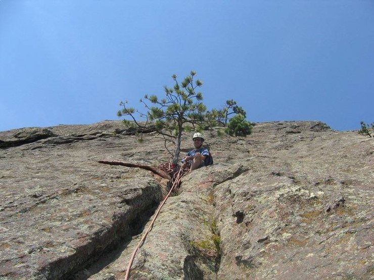Belay at the end of P3 (w 60m). Typically Flatirons - this is the first solid one.