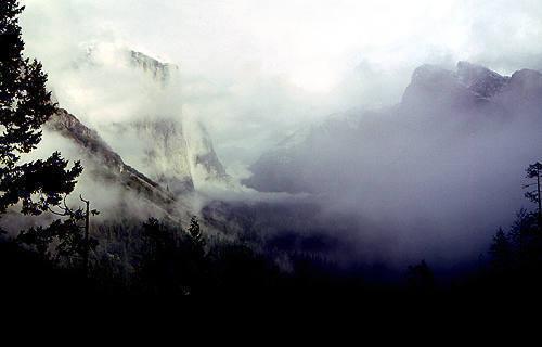 Yosemite storm.<br> Photo by Blitzo.