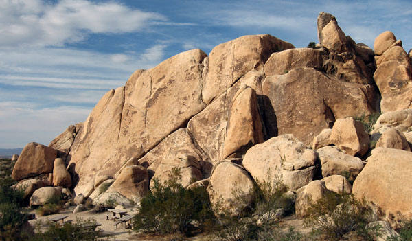 Hodgepodge Rock-West Face. <br> Photo by Blitzo.