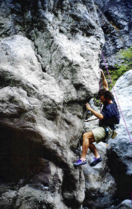 Tim Fearn climbing Greta VO+ at the Goats. Very classic TR or highball.