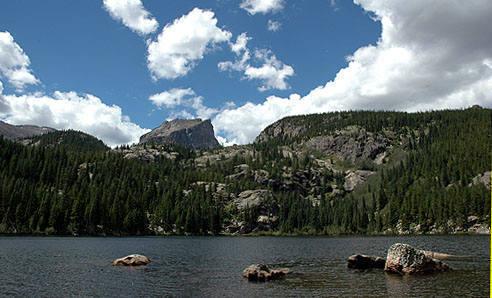 Bear Lake and Hallett Peak.<br> Photo by Blitzo.