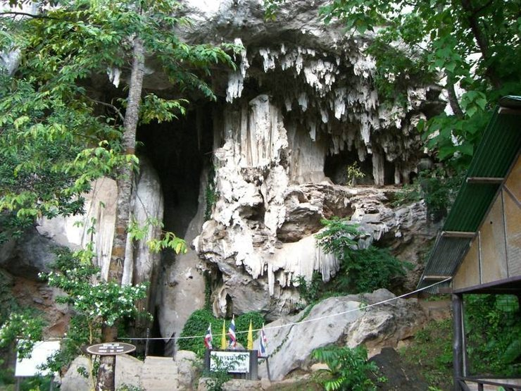 The entrance to Diamond Cave, East Railay