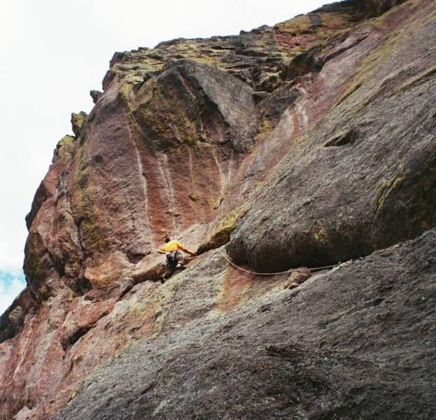Jason Haas approaches the hidden belay at the Top of Carrot Flake, in R4 of Skunk Canyon, in the Flatirons. Photo by Bubb, 10/2006.