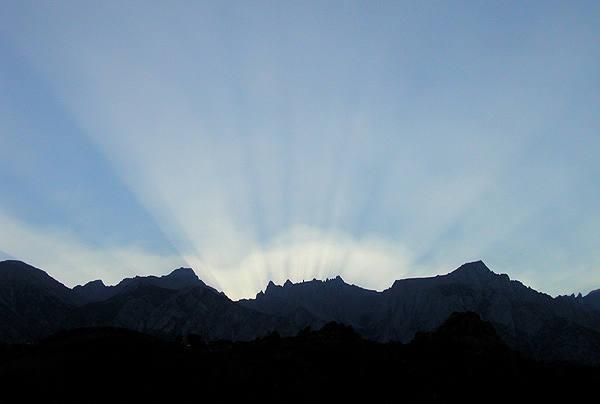 Sierra sun rays.<br> Photo by Blitzo.