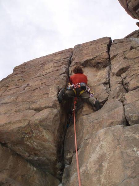 Leading Killian Dead, an easy 5.6 great for learning how to place trad gear.