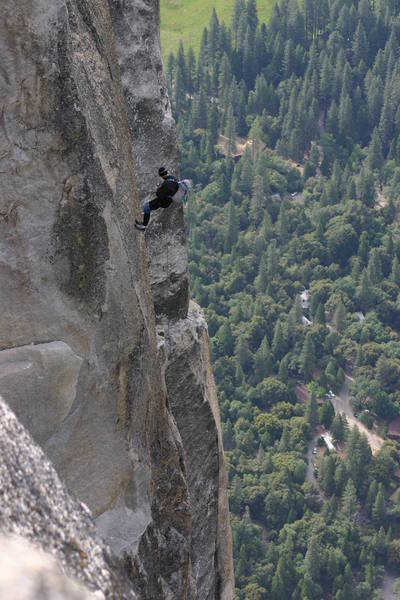 The 2-rope rap down into the notch.