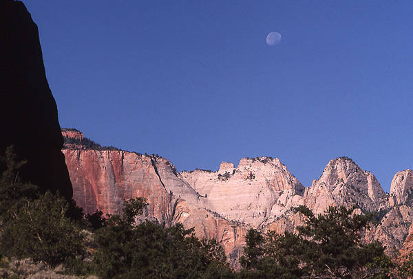 Moon over  The Virgin Towers-Zion.<br> Photo by Blitzo.