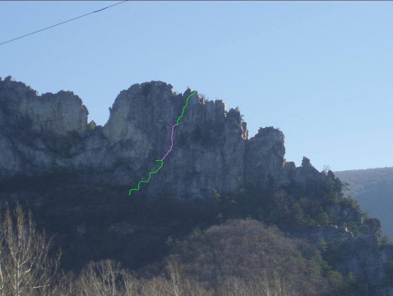 Seneca Rocks, WV - Old Man's Route with Con's West finish.