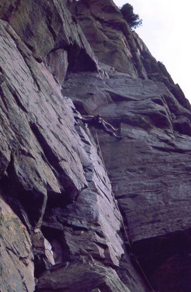 Tony Bubb getting into more serious Territory on 'Burning Chrome (5.9+, R)' on Redgarden Wall, in Eldo. Photo by Peter Spindloe, 2002.