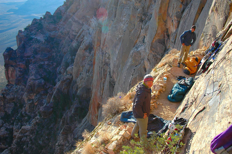 Mitch Musci and Greg Jackson wake up to perfect conditions on the luxurious Rainbow Ledge, top of pitch 9.