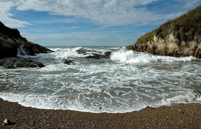 Montana de Oro Beach, near Morro Bay.<br> Photo by Blitzo.