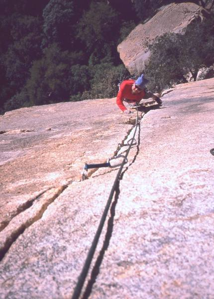 Ron Roach looking forward to some fine crack climbing on the upper half of the first pitch of 'Bee Line' on the Stonghold Dome. Photo by Tony Bubb, 12/2001.
