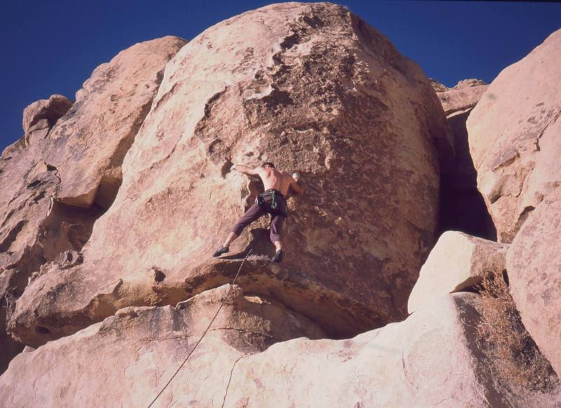 Tony Bubb gets established on the main face of 'Out On A Limb' (10b sandbag) on Echo Rocks. Photo by Mike Heffner, 12/2002.