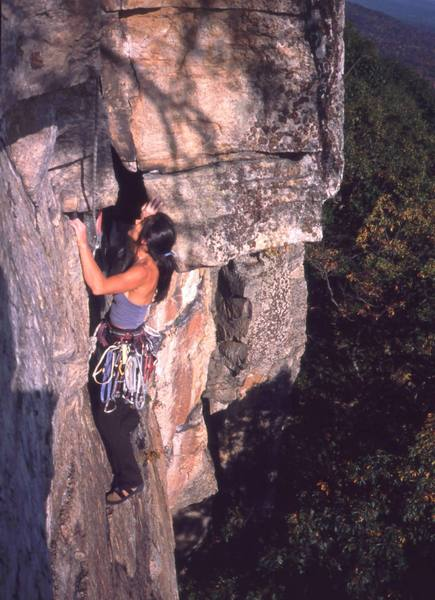 Michelle Moffat finishes up 'Matinee' (10d) at the gunks. Photo by Tony Bubb, 10/03.