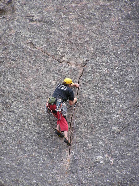 The interesting finger crack feature in the middle of the route...