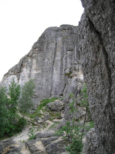 East aspect of Main Rock; home to many routes that can be led or TR'd; Prominent groove that splits the face is Minor Groove 5.9+