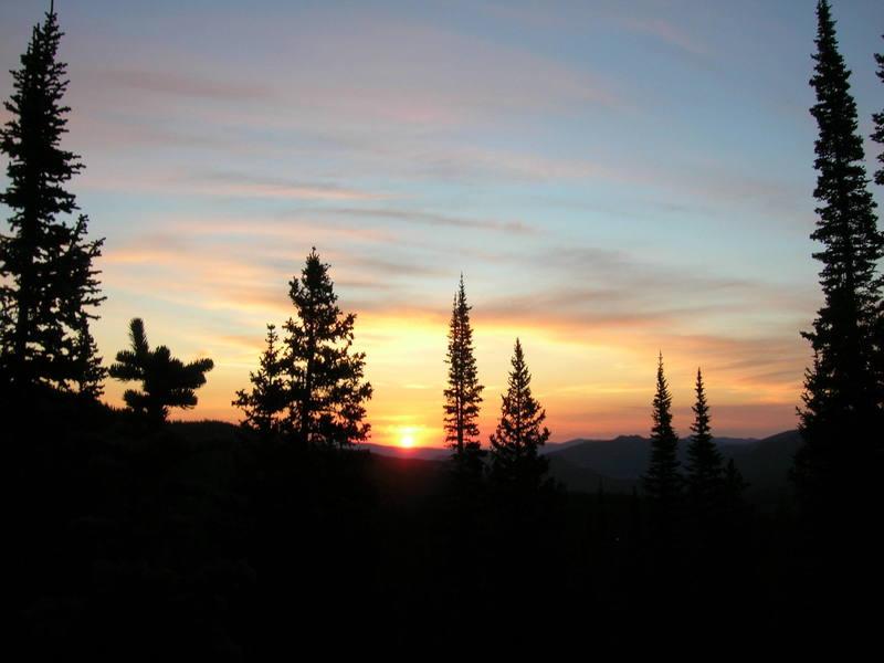 Sunrise on the apph into Hallett Peak.