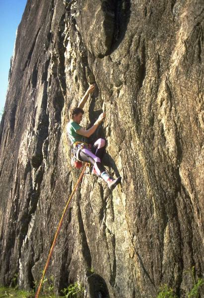 The crux bouldery sequence of The Dark Crystal, E5 6a (5.11d)
