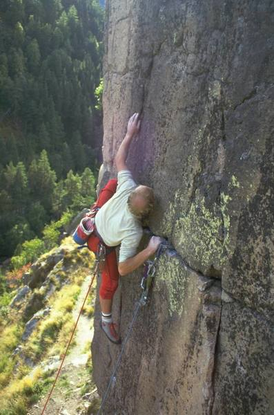 Simon leading High Steppa, E2 6a (5.11a)