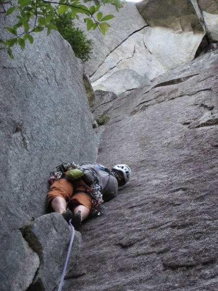 Leading the first pitch.  The twin cracks leading to the roof (p2) are visible above.
