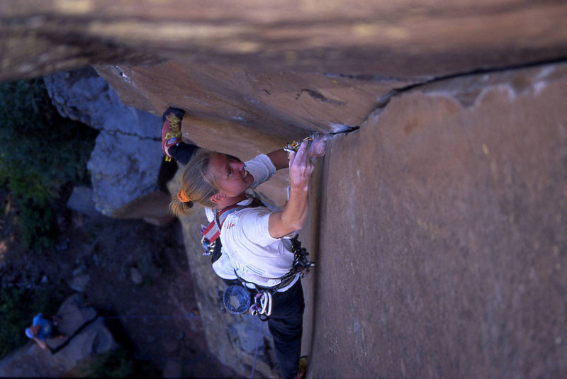 The ultra-steep, ultra-thin, ultra-powerful crux of Mutiny on the Bounty: Heather Hayes leading.