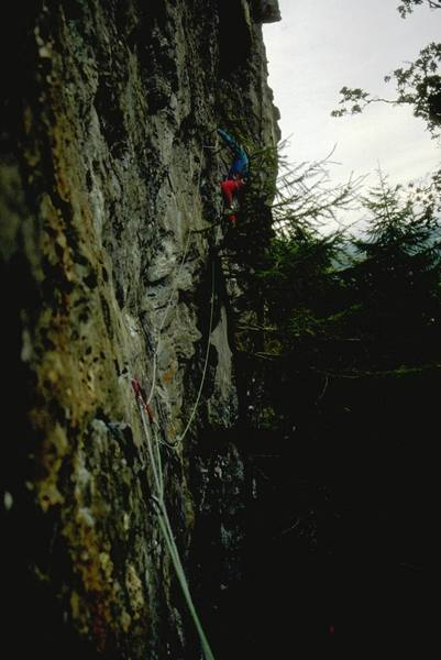 Simon midway through the 1st pitch of Pied Piper, 5.10d (E3 5c).