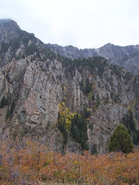 Lonesome Buttress is the smaller formation between the Narcolepsy Area (low on the right) and the Standard Ridge and Strone Crag (on the left).