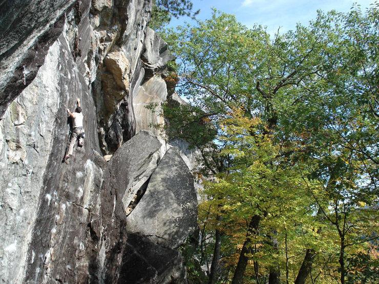 Lee Gagnon on waimea on a nice fall day... he sent...