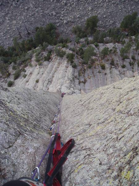 NOW THAT'S AN AID PITCH !!! Looking down the long 2nd pitch of Blotter Is My Spotter. Most Excellent Aid !!!