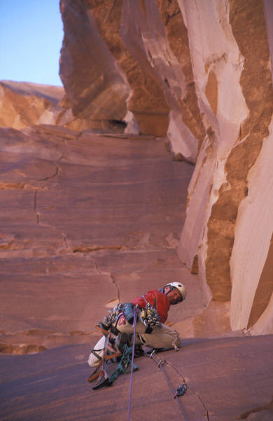 Jeff on the beautiful third pitch. <br> <br> Sam is right, this is one of the best aid pitches in all of Arches.