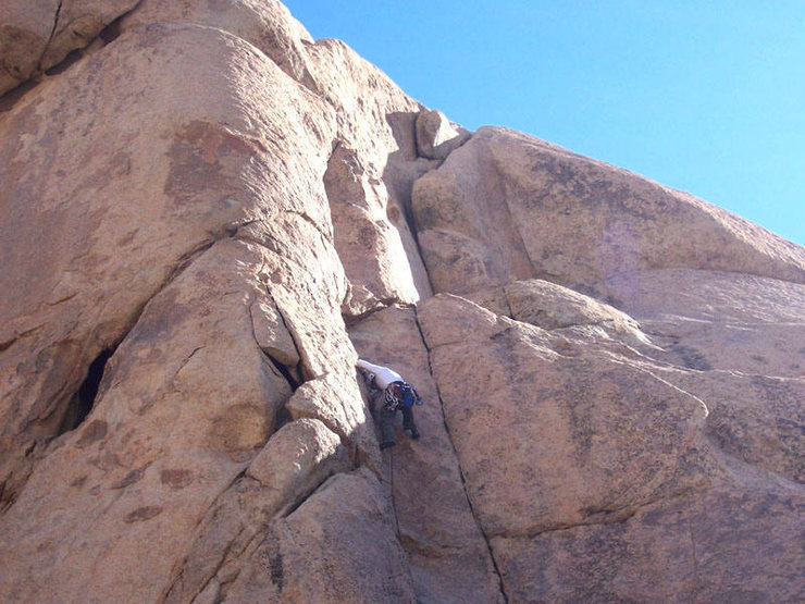 Making the transition into the right crack on the way to the ledge.