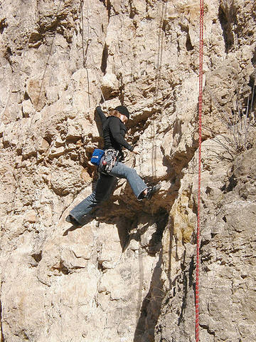 Katy Shaw making the stellar move to the base of the niche on Latrans (Shawn Tracy photo).