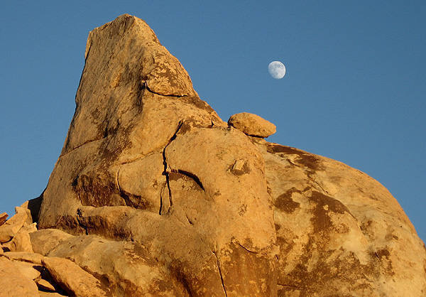 Moonrise at Lost Horse.<br> Photo by Blitzo.