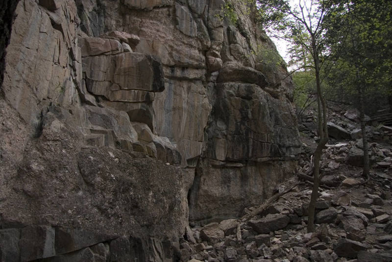Some unexplored rock walls exist along the trail to Hanging Lake. If this rock were a little less chossy it could have some good potential.