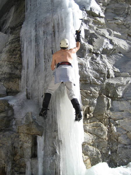 Eric Deschamps showing us how Mt Lemmon ice is done.