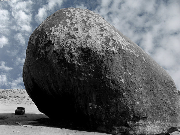 Giant Rock.<br> Photo by Blitzo.