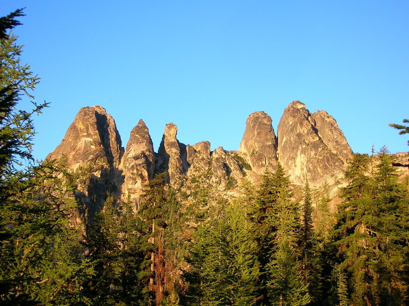 The popular backside (westside) of WA Pass.  From left to right, Liberty Bell, Concord Tower, Lexington Tower, North & South Early Winter Spires.