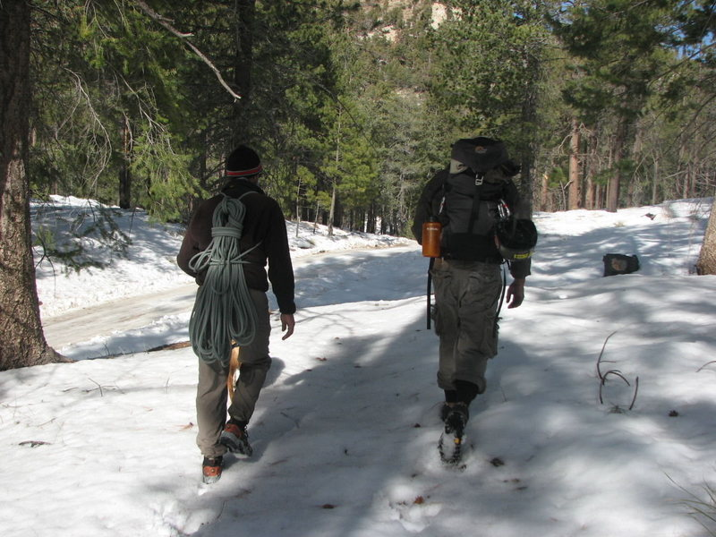 Charlie King and Rev. Mcleod hiking back to the car near the Palisades Ranger Station. <br> Jan,08<br>