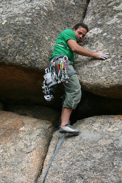 Mark Sellers loosing his hand in the crack.<br> <br> Photo: Dave Fiorucci.