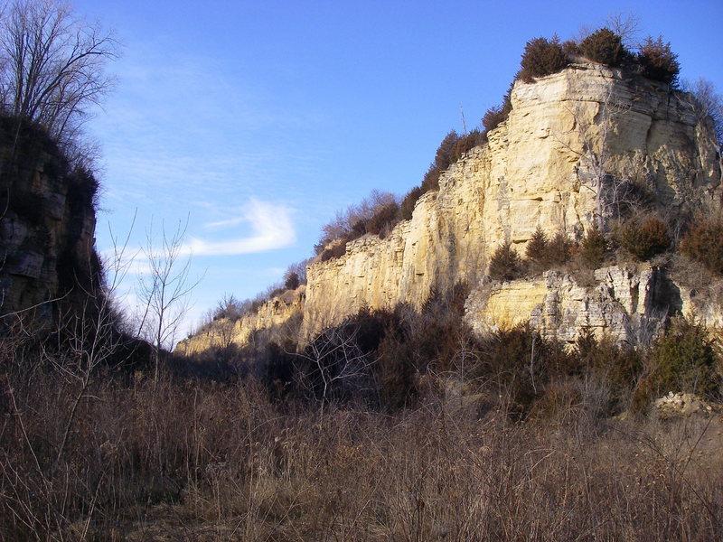 Striking walls but limestone choss.  Mines of Spain, Dubuque, IA.