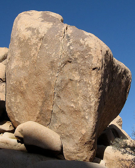 Another big, cool boulder near-by.<br> Photo by Blitzo.