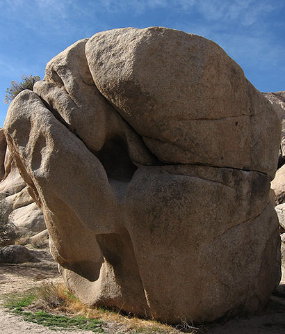 Yardarm Boulder.<br> Photo by Blitzo.