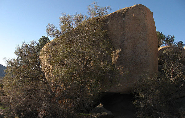 Indian Cave Boulder.<br> Photo by Blitzo.